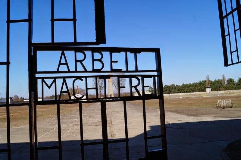 arbeit macht frei del campo de concentración de Sachsenhausen