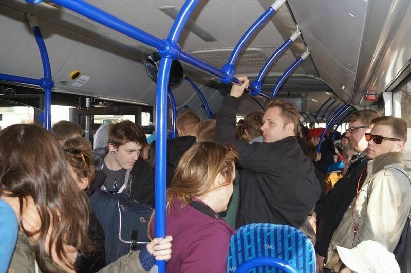 bus del campo sachsenhausen a la estación de tren