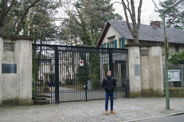 puerta entrada casa de la conferencia de Wannsee