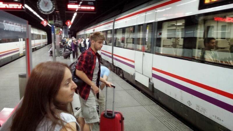 tren para ir del aeropuerto de Barcelona al centro