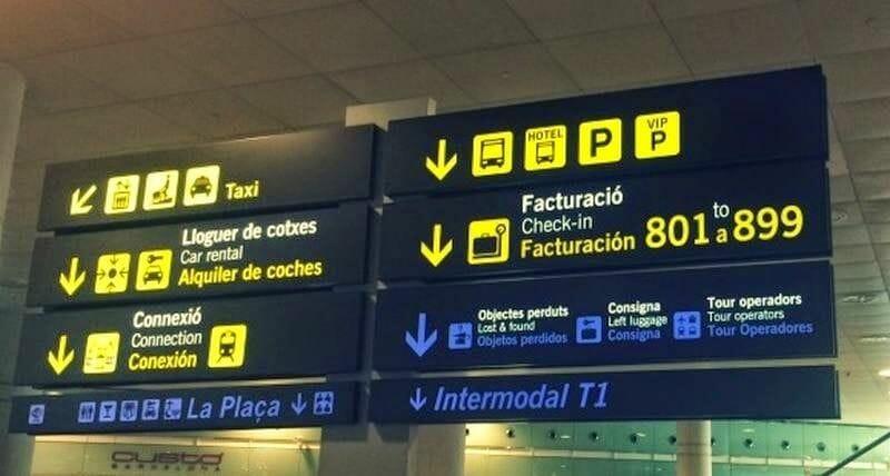 letreros indicaciones como ir del aeropuerto de Barcelona al centro