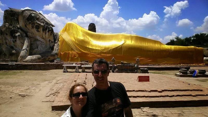 ruinas ayutthaya Wat Lokayasutharam o Buda reclinado