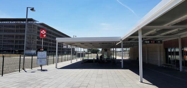 Estación metro aeropuerto, junto a estación de tren RENFE