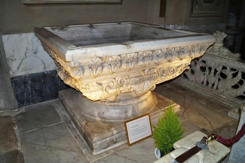 Catedral de Savona pila bautismal