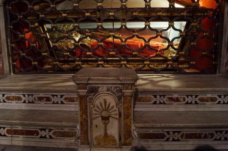 sepulcro del Papa Sixto I catedral savona