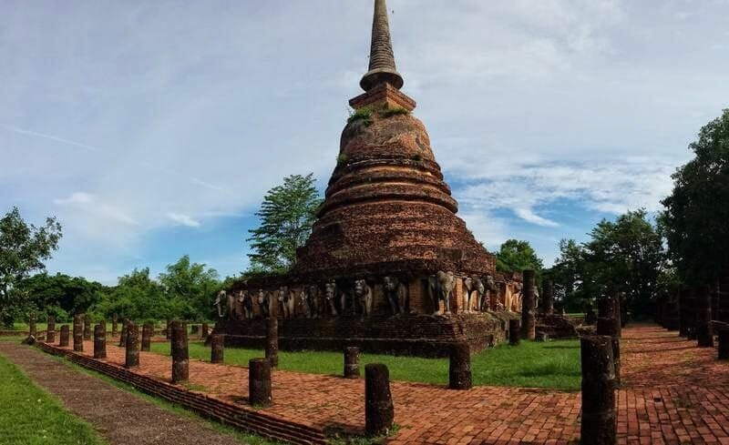 Wat Chang Lom templos de Sukhothai