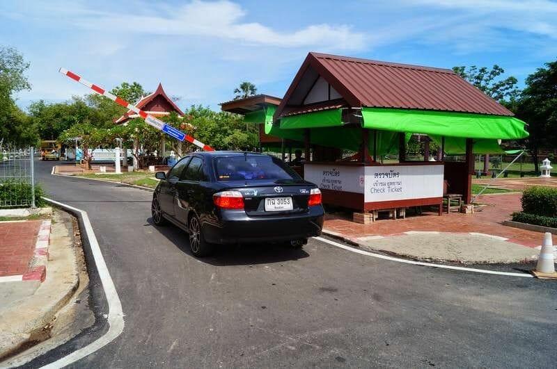 sukhothai acceso al parque