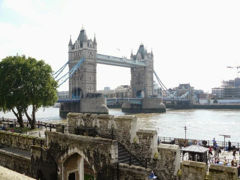 torre londres london pass, tower bridge desde torre de Londres, tower bridge from tower of London
