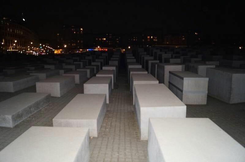 monumento al Holocausto de noche - Berlín en 4 días