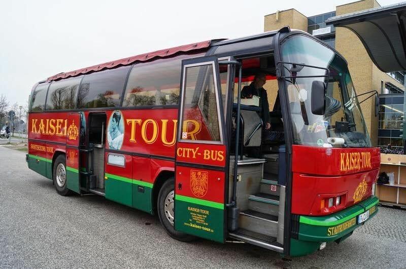 bus turistico con la excursión a Potsdam desde Berlín