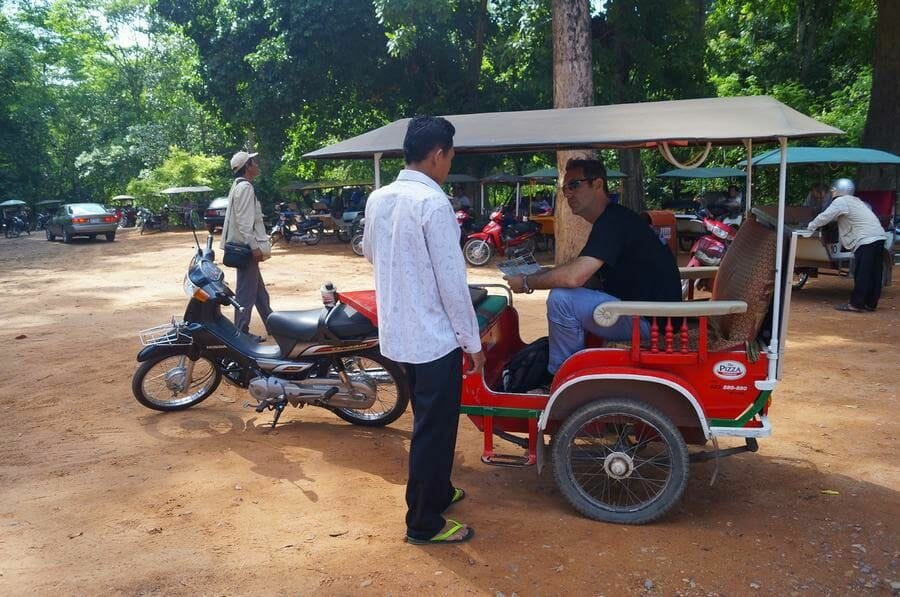 tuk tuk  templos de Angkor