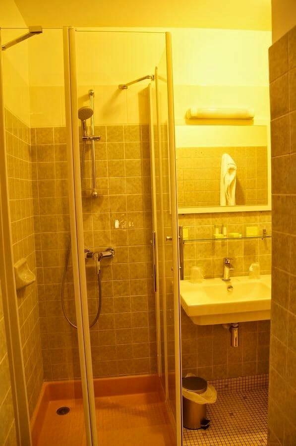 hotel Montaulbain baños
