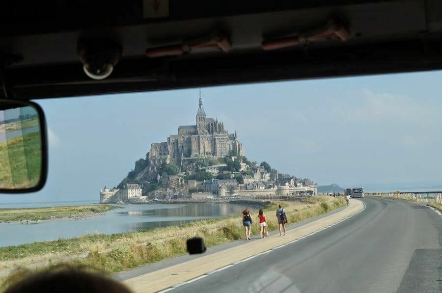 carretera al monte saint Michel