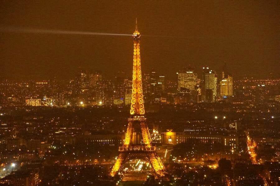 torre Eiffel iluminada desde torre de Montparnasse