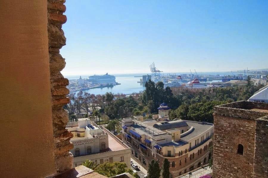 puerto de cruceros desde la Alcazaba de Málaga