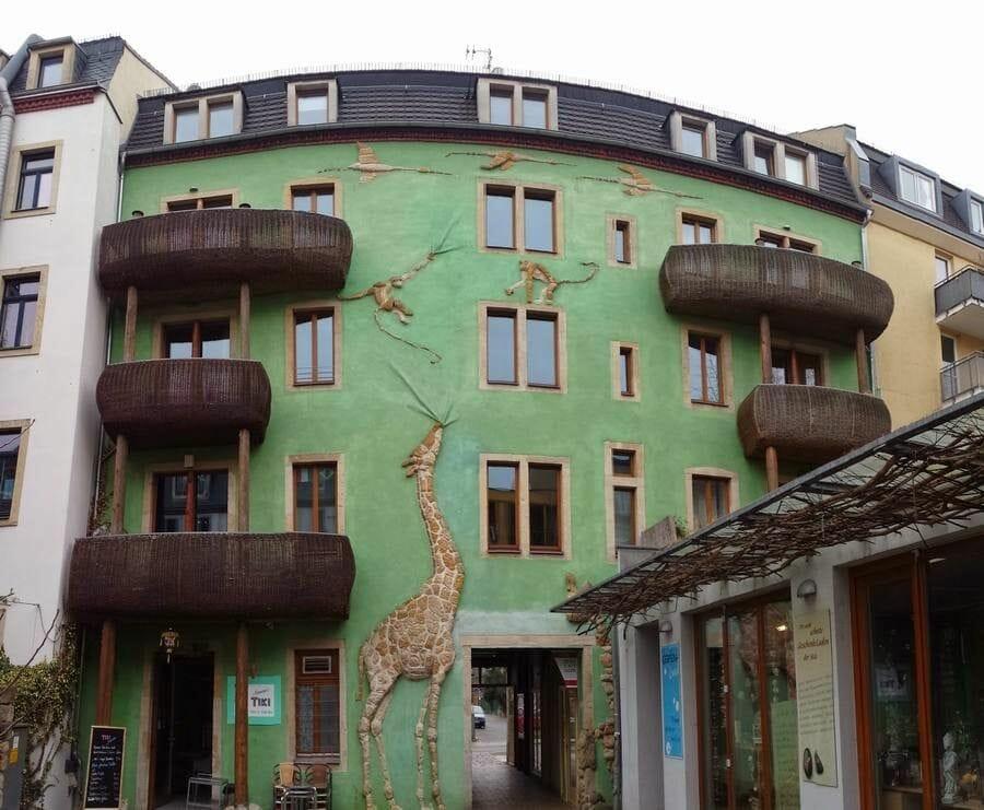 Patio de animales de granja, fachada de la jirafa y los monos, pasaje kunsthofpassage