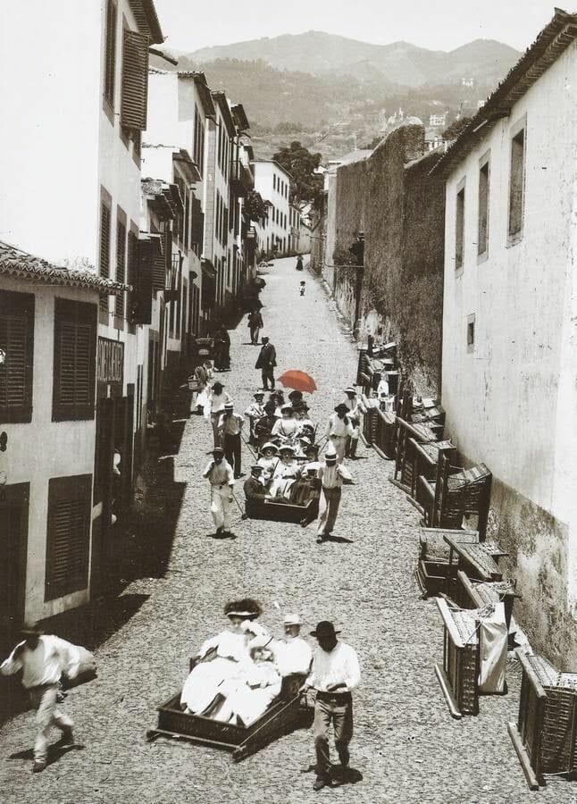 foto antigua BAJADA CON LAS CESTAS EN FUNCHAL