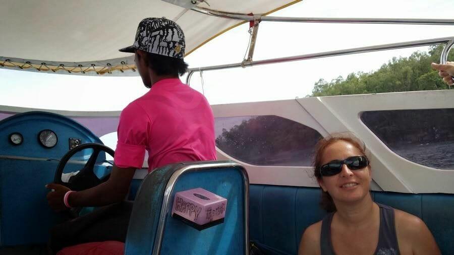 conductor speedboat tailandia