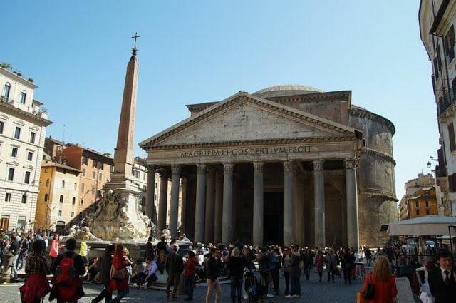 Fachada del Panteón de Roma