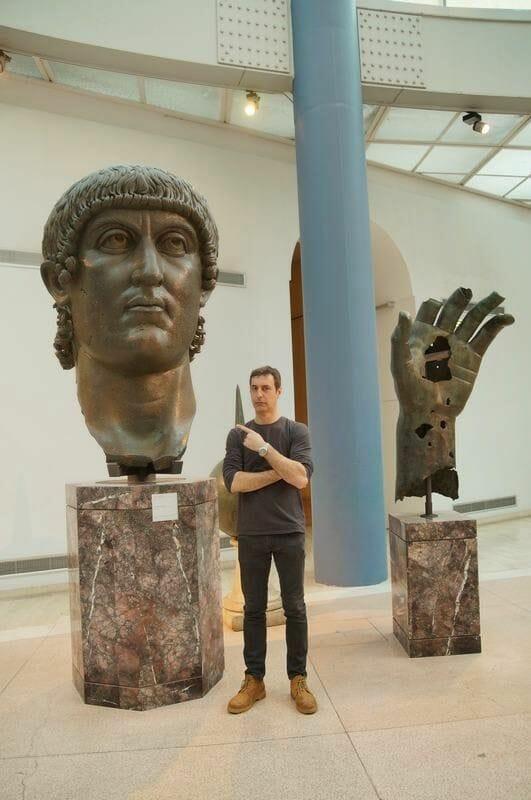 Restos de una escultura colosal de Constantino