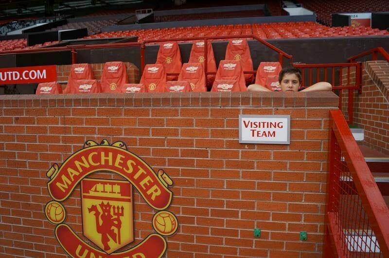 banquillo visitantes estadio Manchester United