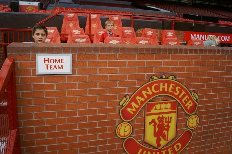 banquillo local estadio Manchester United