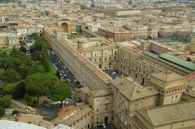 Museos vaticanos desde Cúpula de la Basílica de San Pedro