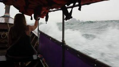 barco hacia railay