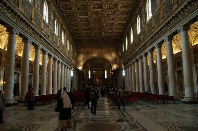 Santa María la Maggiore nave interior