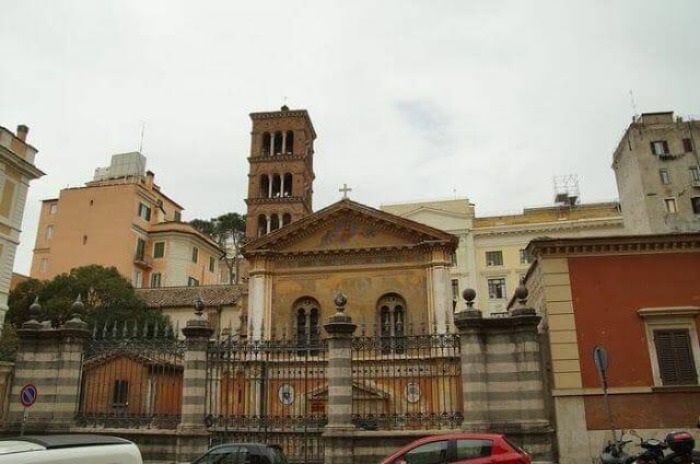 iglesia del siglo IV roma junto