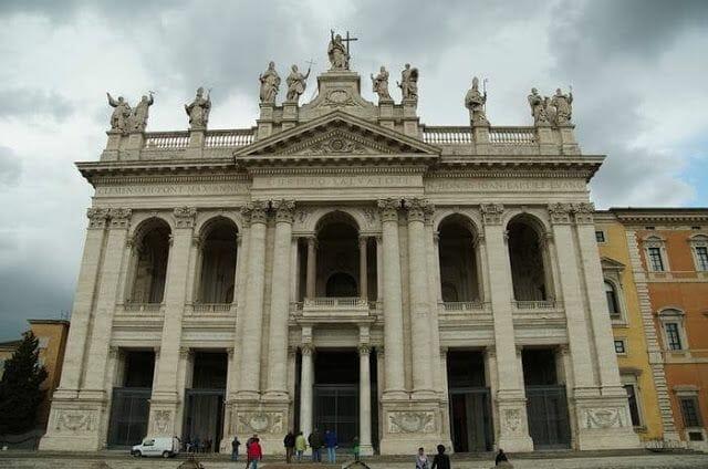San Juan de Letrán - parada Bus turístico Roma