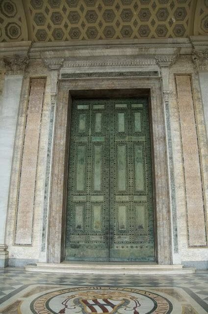 San Juan de Letrán puerta senado