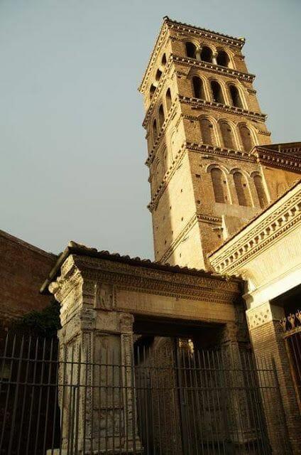 iglesia de San Jorge en Velabro torre