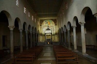 iglesia de San Jorge en Velabro nave interior