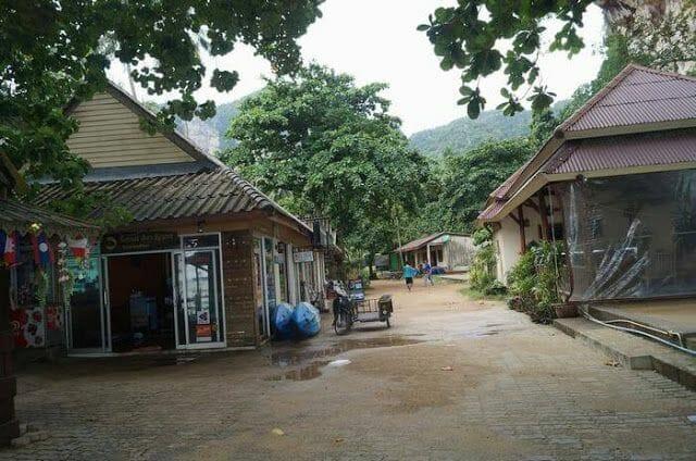tonsai bay resort recepción