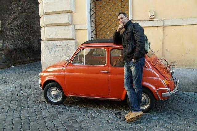 coche fiat 500 que ver en el centro de roma