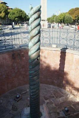 Columna de las Serpientes, Columna Serpentina, Trípode de Delfos,Trípode de Platea