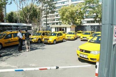 parada taxis de Estambul en el puerto de cruceros