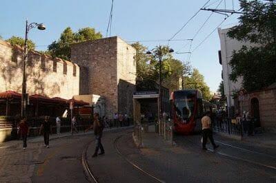 vias del tranvía de Estambul