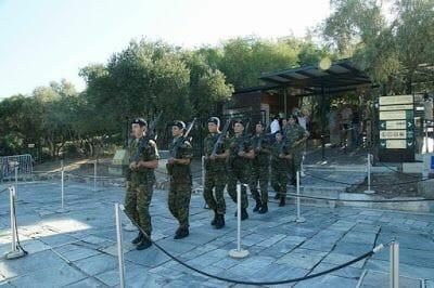 cambio de Guardia en la acropolis