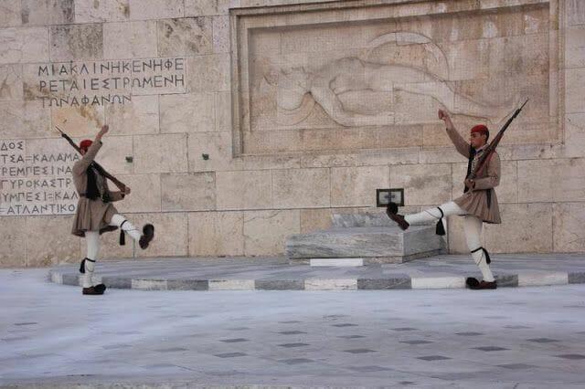 Cambio de guardia - Qué ver en Atenas en un día en parada de crucero