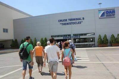 terminal del Atenas en un día en parada de crucero