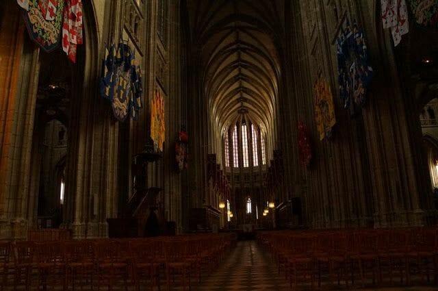 interior de la catedral - qué ver en Orleans