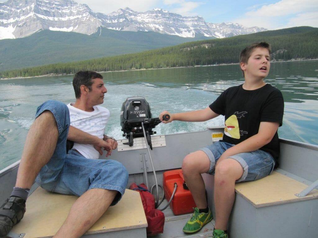 lago Minnewanka en barco