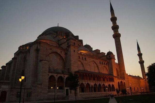 mezquita suleymaniye de noche