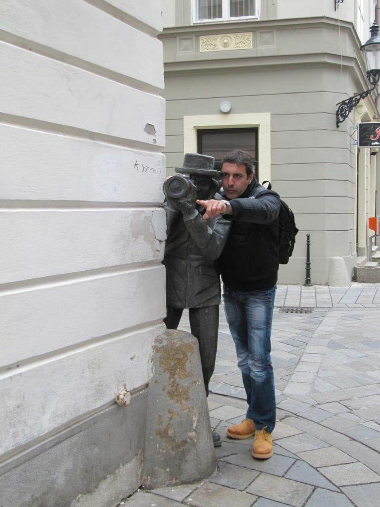 estatua del paparazzi o fotografo de bratislava