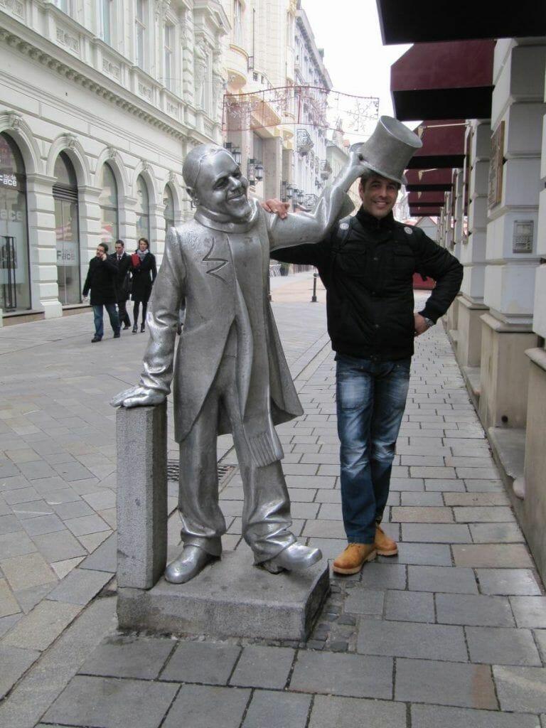 el bello Ignaz, estatua de bratislava del sombrero de copa