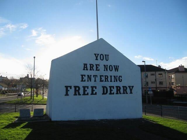 monumento bienvenida a Derry