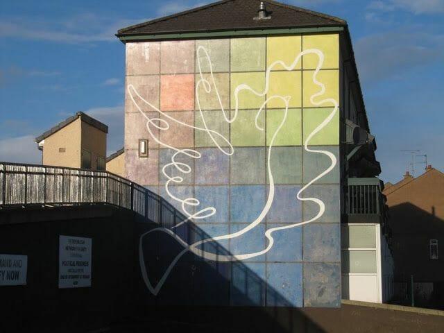 murales de Derry paloma paz
