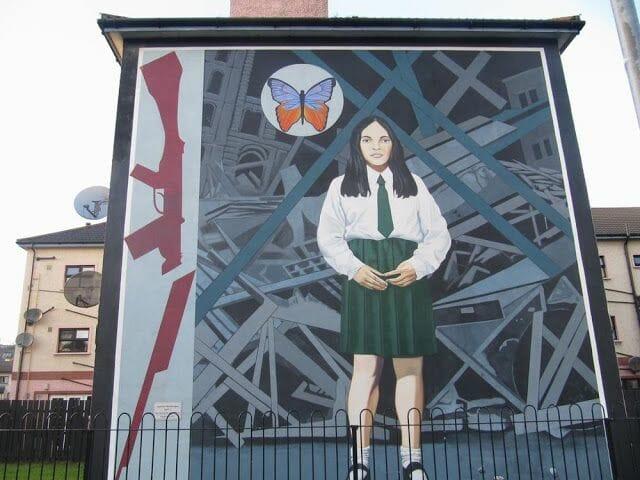 murales de Derry niña fusil roto